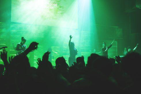 audience-band-christians-213207.jpg